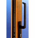 操作が簡単で、ハンドルは高性能な金具との組み合わせにより高い気密性を発揮する